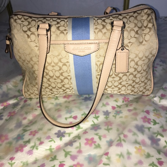 b81243cf7531 Coach Handbags - Pre-loved Authentic Coach Signature Tote
